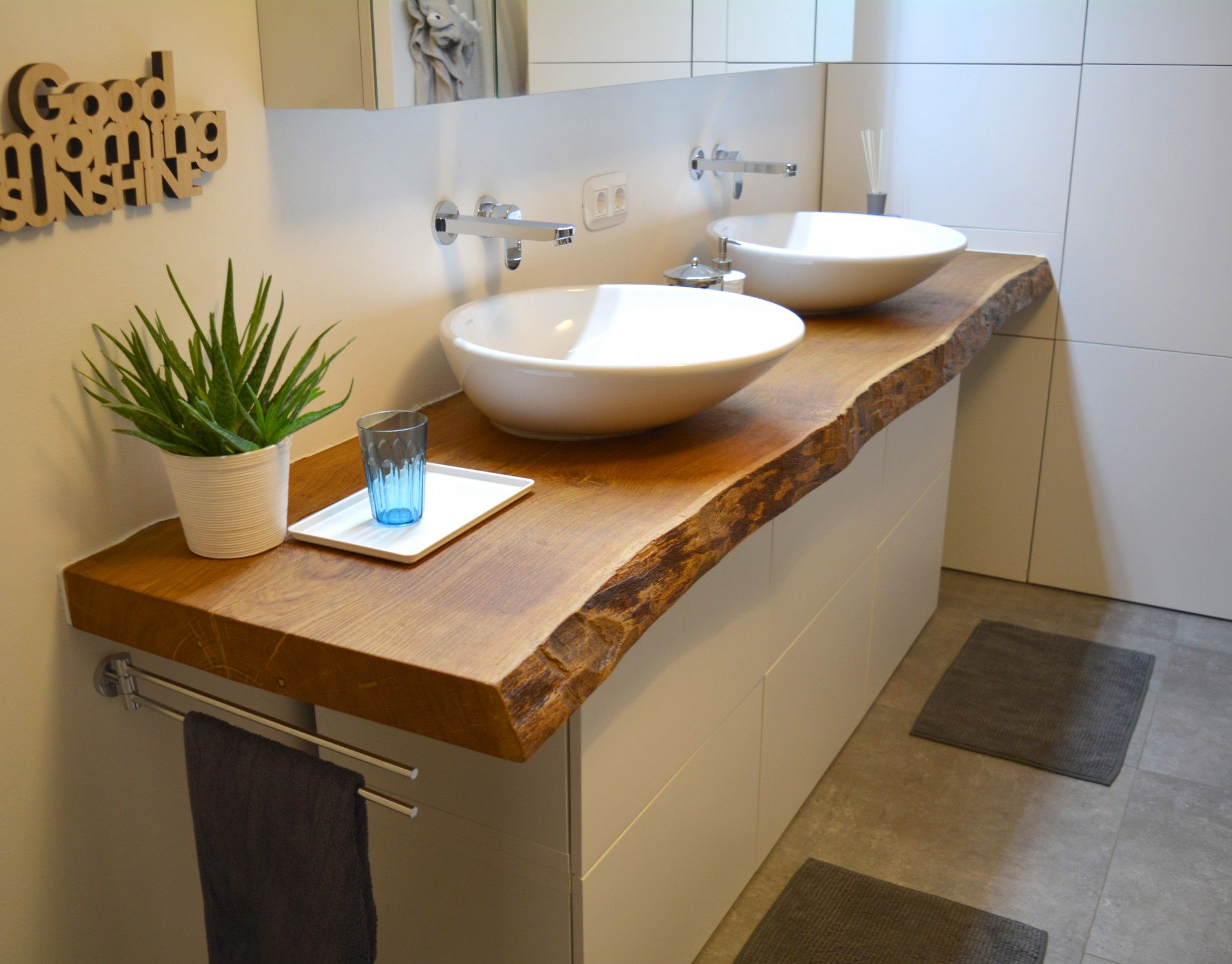 Holzwunder –  Aus Massivholz: Waschtisch für Ihr Badezimmer
