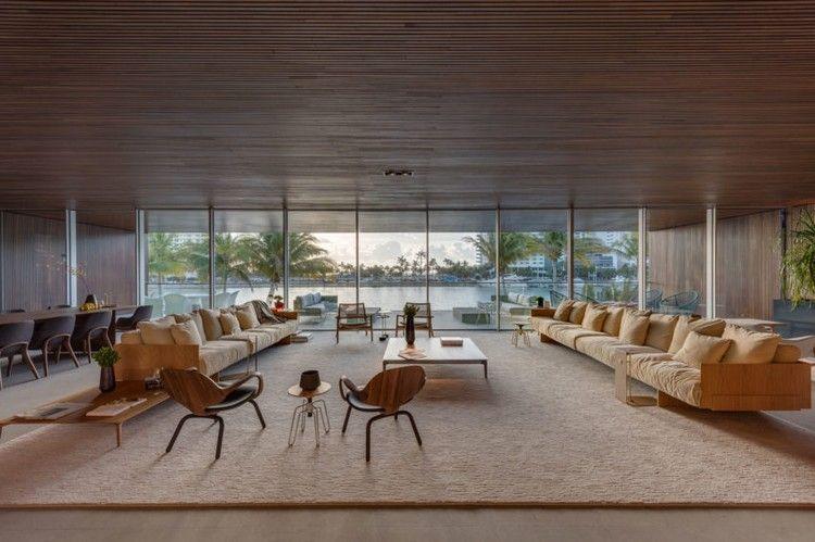 geräumiges Wohnzimmer mit zwei Sofas und Glaswand Traumhäuser - wohnzimmer mit glaswnde