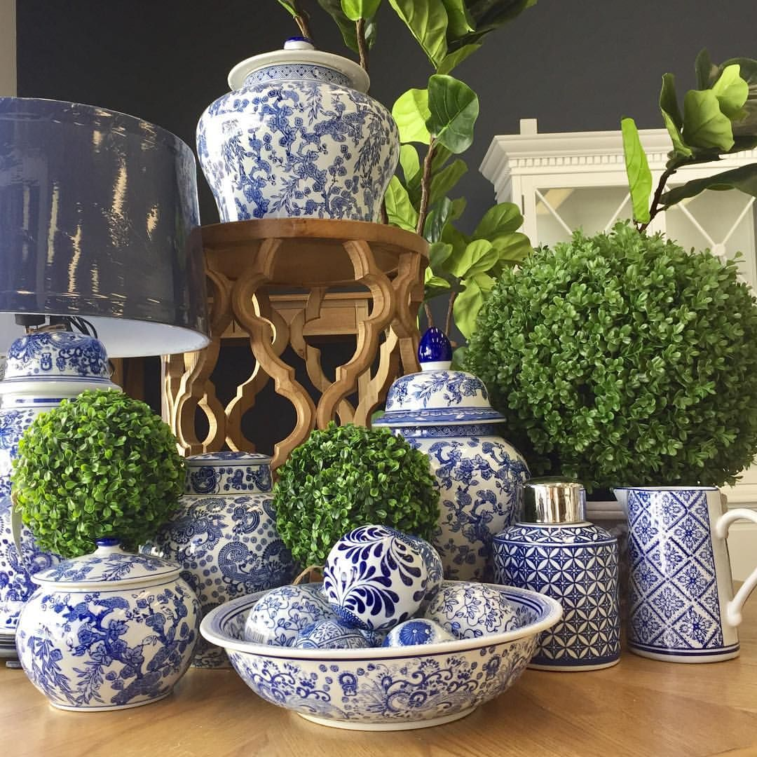We Have Said It Before But We Will Say It Again We Love All Things Blue And White Blueandwhi Blue And White Dinnerware Blue And White Blue And White China