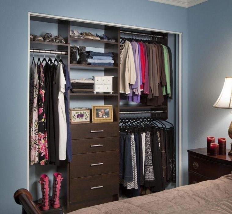 Dormitorio peque o con armario sin puertas casa en for Roperos para habitaciones pequenas
