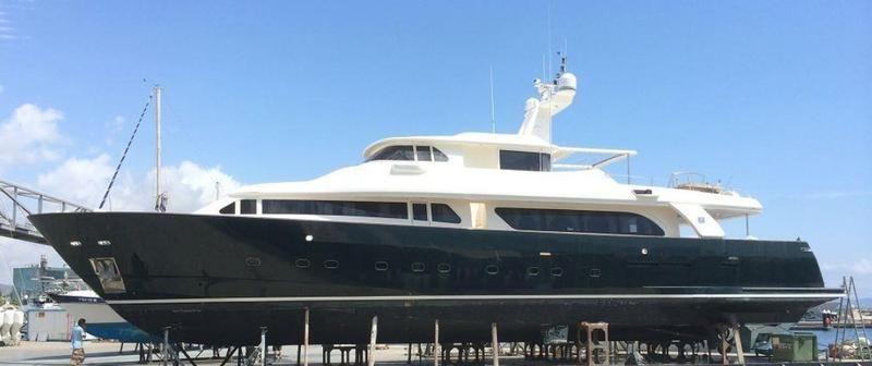 El yate está ubicado en el puerto deportivo de Barcelona, Port Forum.