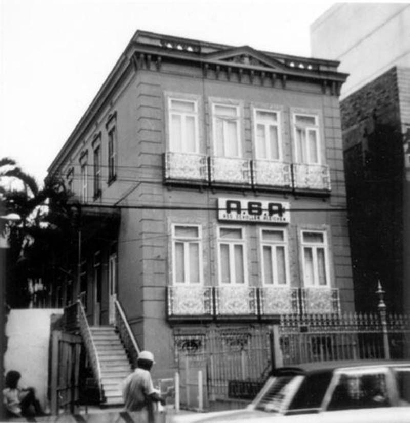 ASA – Associação Scholem Aleichem na São Clemente. anos 70. O prédio e a Associação existem até hoje.O prédio abriga a academia Gym Center e o ASA fica logo atrás, num prédio de fundos, onde há quadra e aulas de dança.