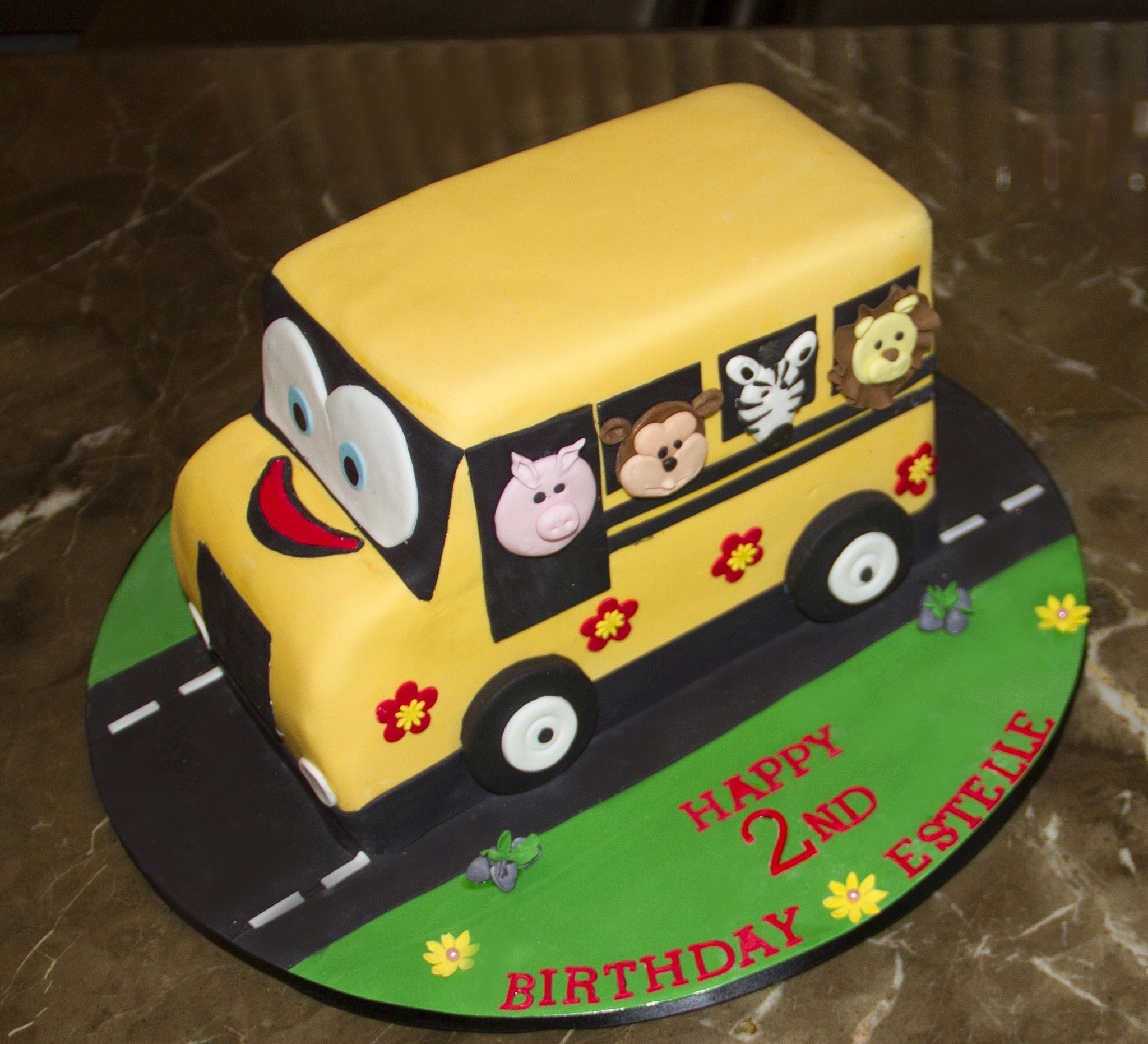 Wheels On The Bus Birthday Cake With Images Yellow Birthday