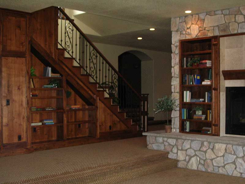 Best 25 split level house basement ideas on pinterest for Split level house plans with walkout basement