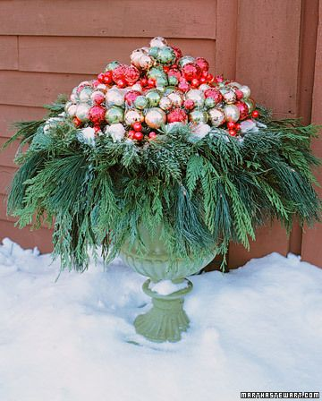 Outdoor Christmas urn.
