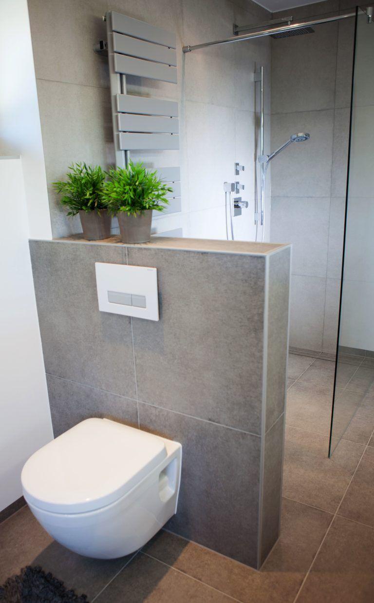 Graue nasszellenfliesen wc hinter vormauerung  badezimmer  pinterest  baños dormitorios