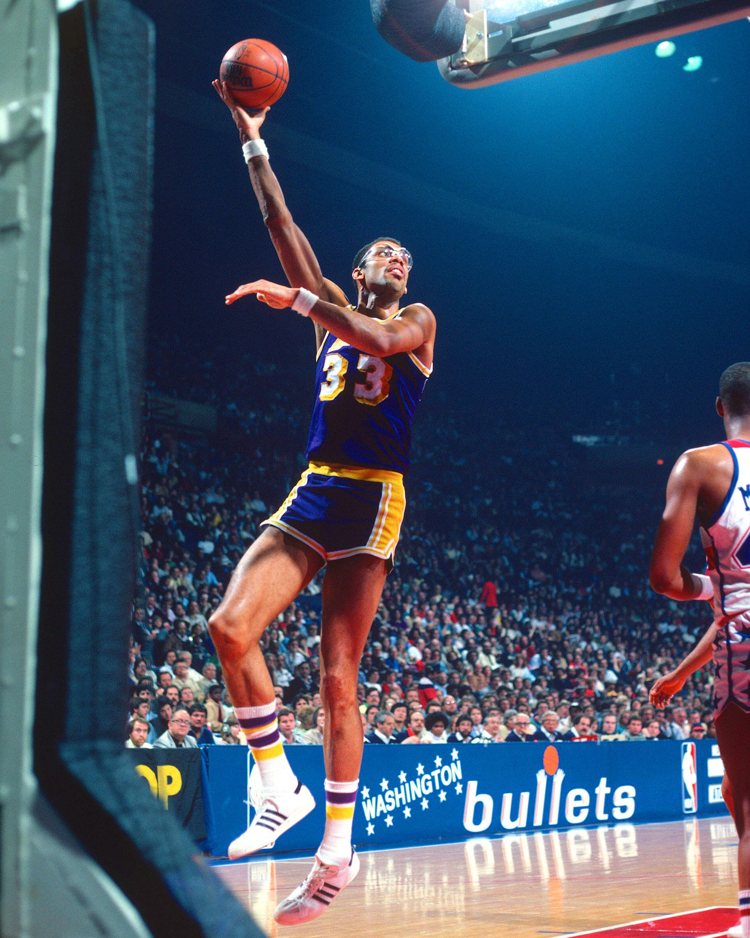 Kareem Abdul-Jabbar s sky hook from the corner...just give up on any  thought of blocking it!! 5b0e2a9ea