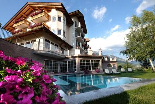 Hotel Lagorai Resort & Spa Cavalese Hotel Lagorai Resort & Spa is set in Val di Fiemme, 10 minutes' walk from Cavalese centre. It offers numerous wellness facilities, dining options, and a terrace with panoramic views.