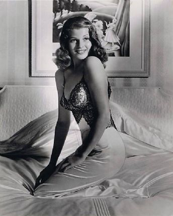 2ad90442ff6 Famous WWII pin-up photo of Rita Hayworth by Bob Landry for Life magazine  in 1941.