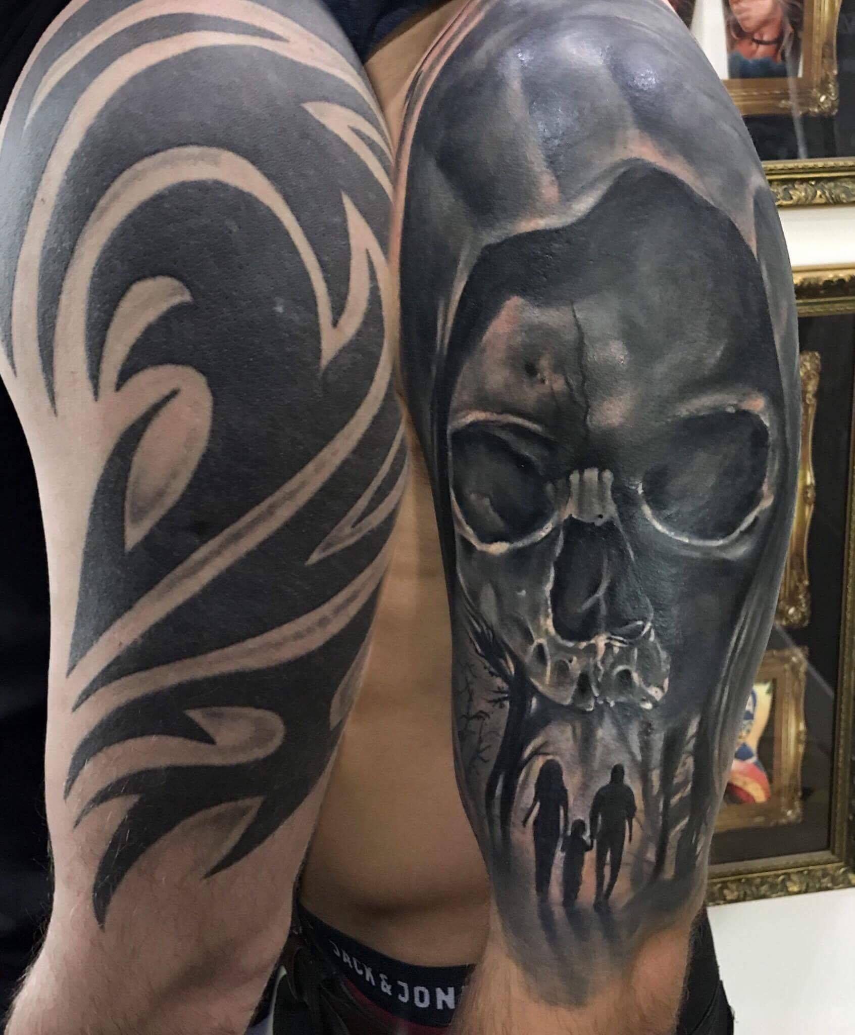 Skull Tribal Coverup Tattoo By Sebastian Limited Availability At Salvation Tattoo Studios Cobertura De Tatuagem Tatuagem Preta Tatuagem