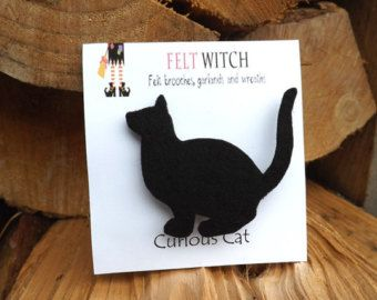 Black Cat Brooch, Curious Cat Pin in felt, Cat Brooch, Cat Jewelry, Halloween jewelry