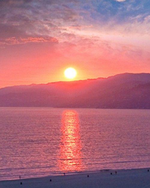 Oceana Santa Monica Hotel ( Santa Monica, California ) The sunset views from Oceana are the perfect cap to a day spent exploring Santa Monica. #Jetsetter #JSSunrise