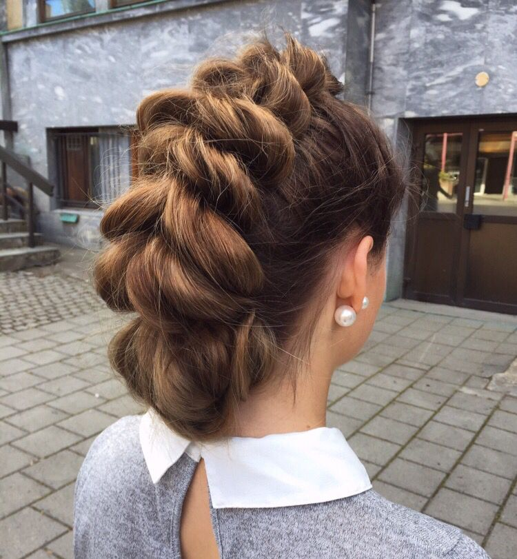 This mohawkbraid tho  #colorbyme #braid #mohawkbraid #mohawk #updo #wella #hairinspo #longhair #hair #olaplex #olaplexnorway