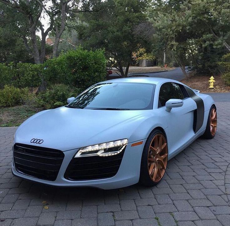 Pulverblau Audi R8 - Audi Fotos #dreamcars taubenblau Audi R8 - - #Audi #Luxury Autos