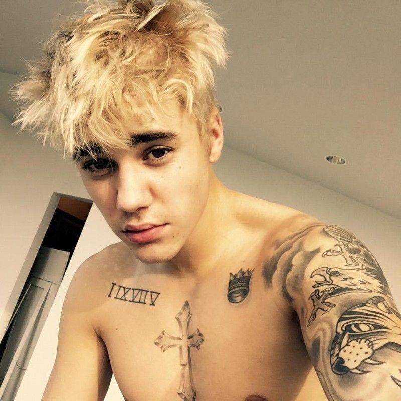 Justin Bieber Unveils Blonde Hair With Shirtless Selfie Justin Bieber Blonde Justin Bieber Blonde