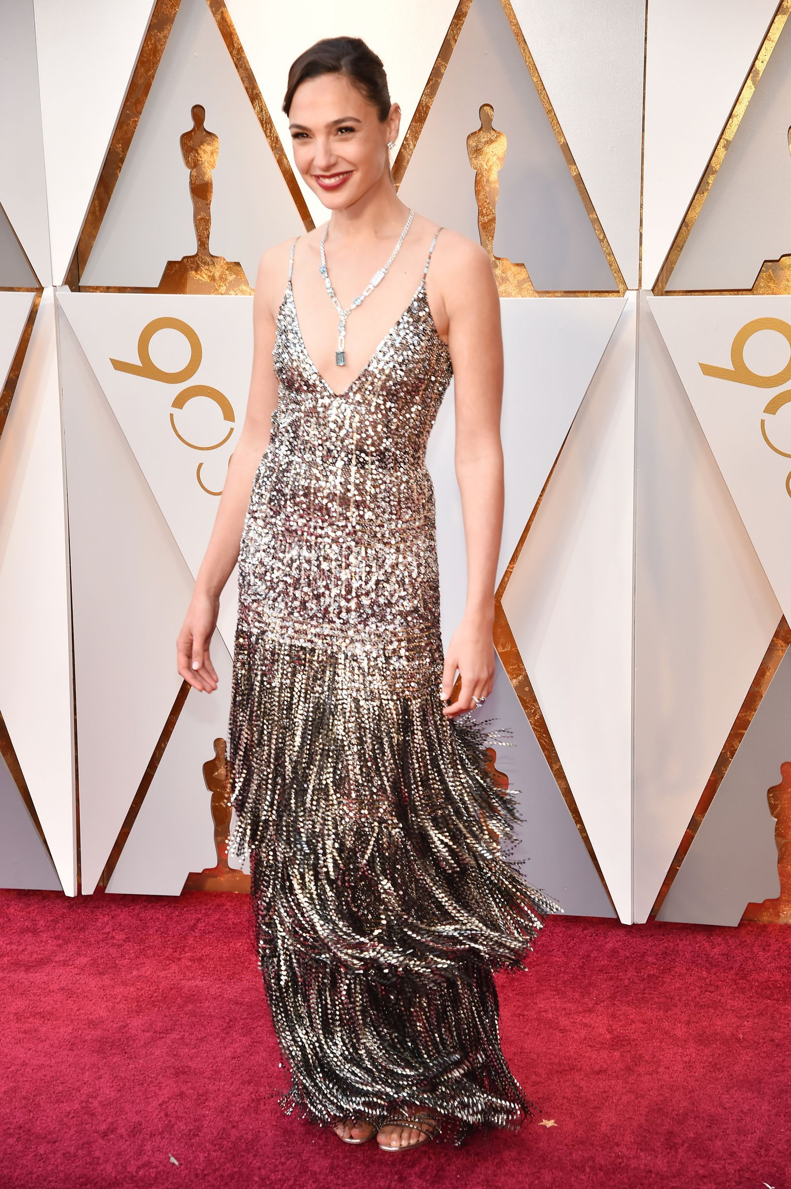 Oscar Roter Teppich 2018 Gal Gadot Is Dripping In Diamonds At The 2018 Oscars Gal Gadot