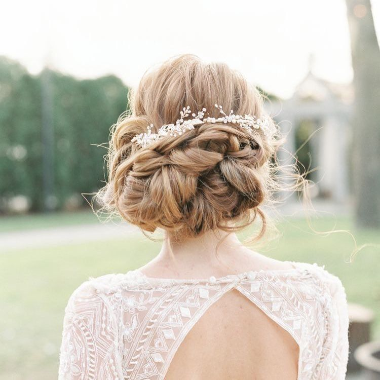 Gorgeous updo hairstyle with head piece #updohairstyle #upstyle #weddinghair