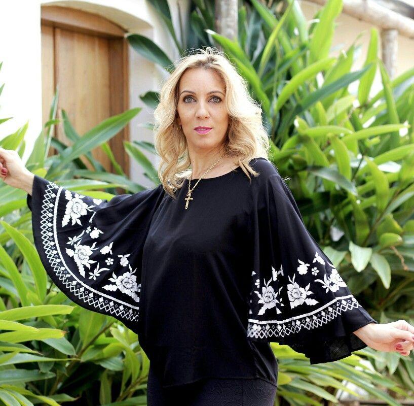 Começando nossa terça-feira,  com esta Blusa maravilhosa de manga maxi. Disponível em nossa loja e no site.  ✔www.santollo.com.br   Enviamos para todo Brasil