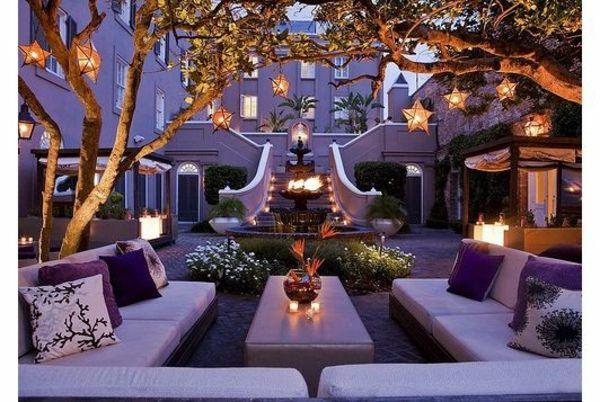 100 Bilder zur Gartengestaltung – die Kunst die Natur zu modellieren - gartenideen lila möbel beleuchtung