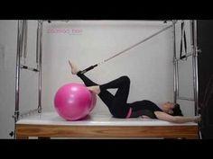 Pilates - Exercício de coordenação e fortalecimento com a Bola Feijão. - YouTube #pilatesvideo