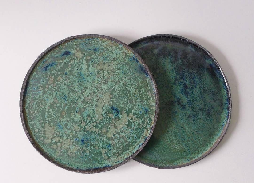 406d3914479 Tallerkener i sort stentøj med grøn glasur. | Keramik i 2019 ...