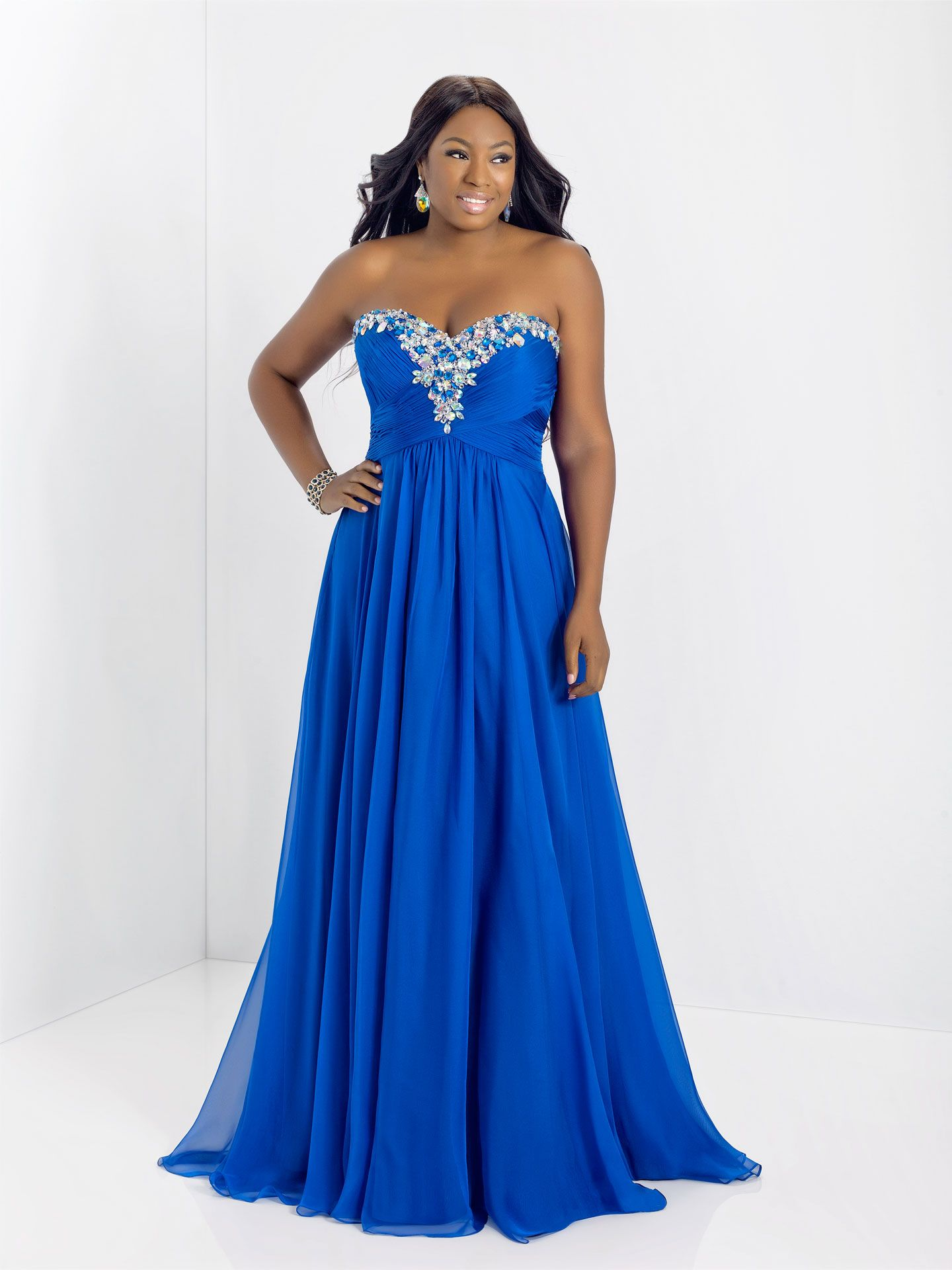 12 Hot AF Plus Size Prom Dresses That Will Slay Prom Night ...