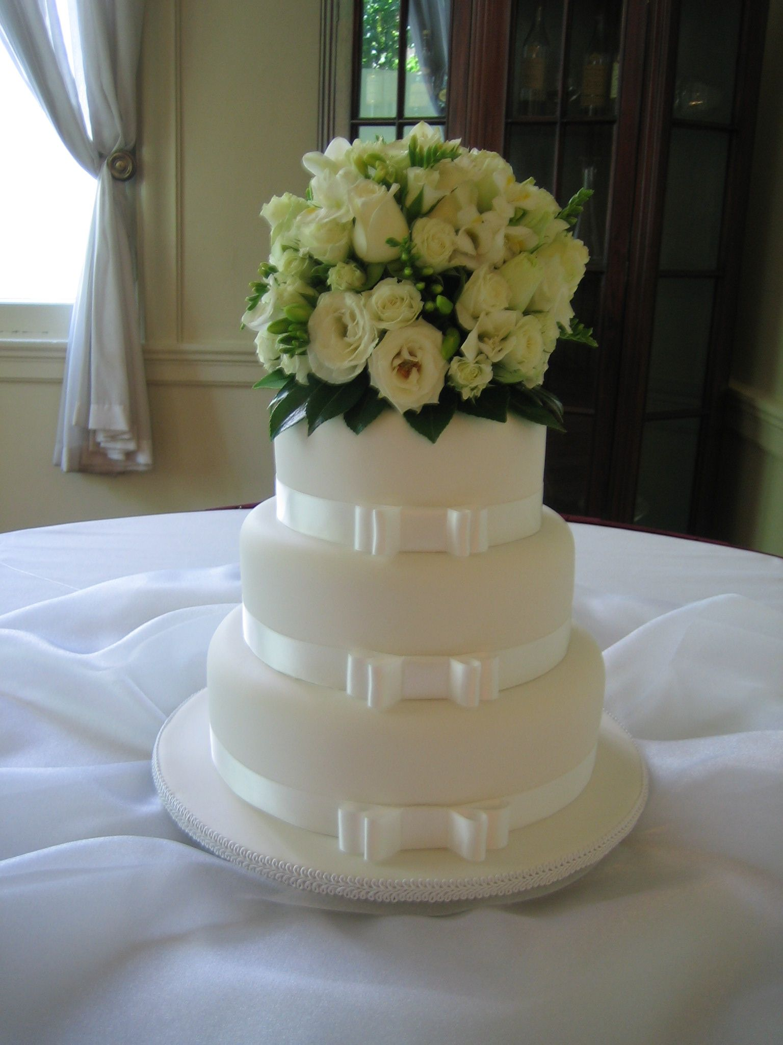A beautiful and fragrant cake topper... Contact