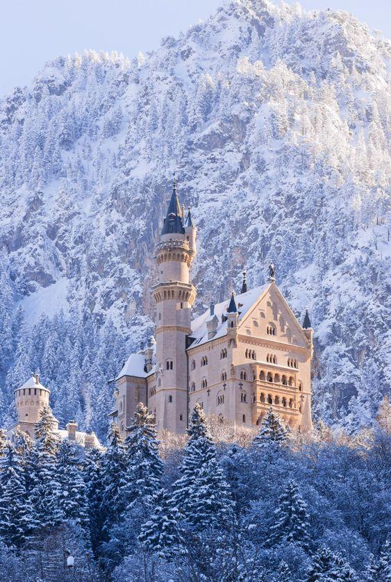 Travel Happyweekend With Best View Neuschwanstein Winter Castle Dream Artsandscents Aromainlove In 2020 Schloss Neuschwanstein Schwanstein Schone Landschaften