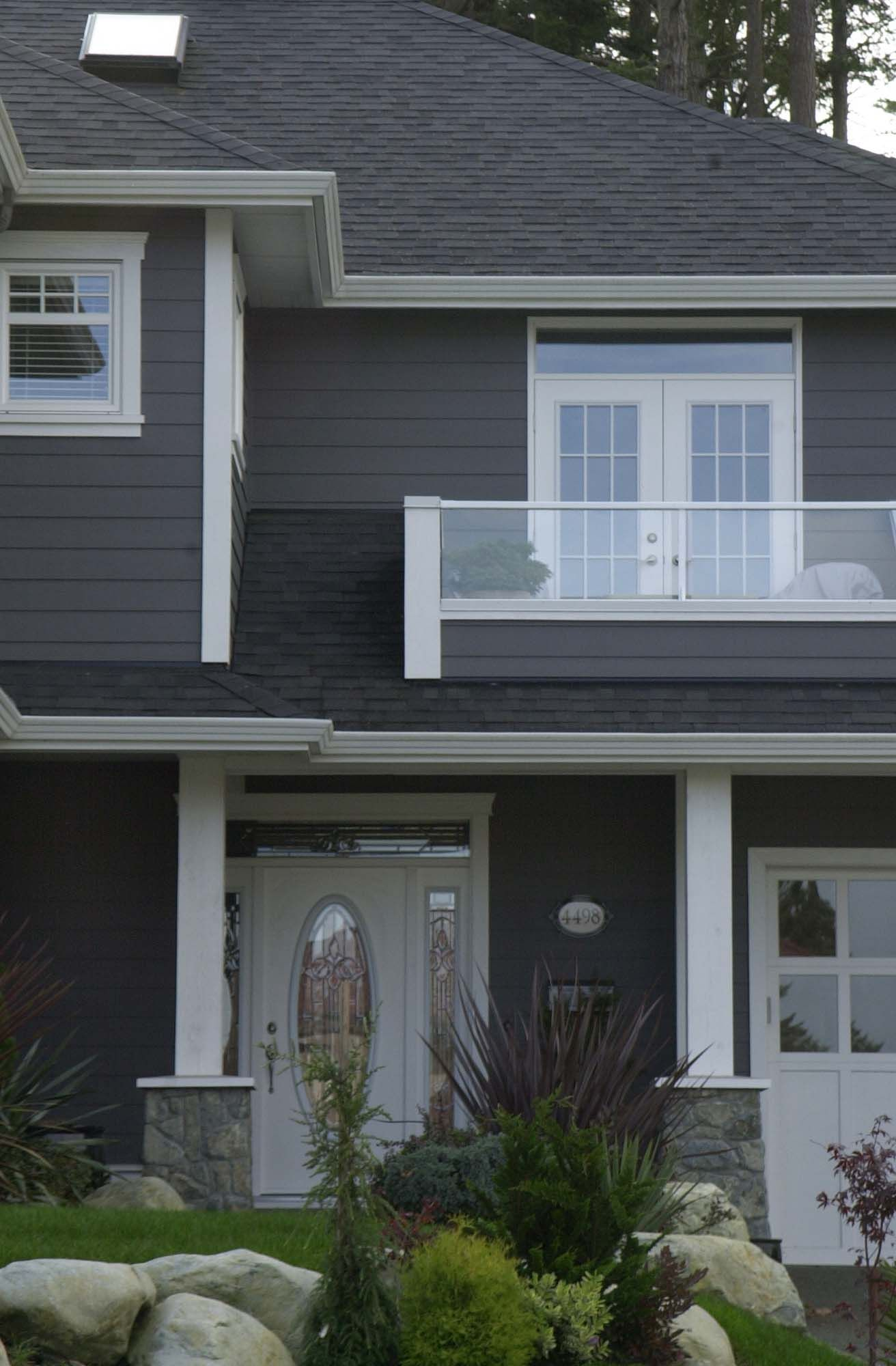 Volcanic Gray A Clean Palette Of Charcoal Grey And Crisp White Simple And Oh So Effective House Exterior Grey Houses Grey Exterior