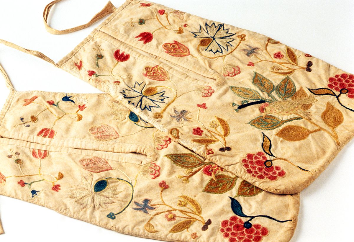 Pocket (Double pocket)        Category:        Textiles (Clothing)      Place of Origin:        United States, North America      Date:        1750-1775      Materials:        Cotton; Wool; Linen      Museum Object Number:        1954.0055.001