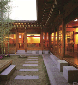 Traditional Korean hanok house's inner courtyard ...