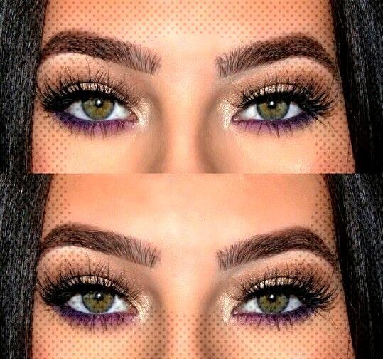 Eyeliner ist eine großartige Möglichkeit, Ihrem Make-up-Look Drama zu verleihen. ... , Lila unter