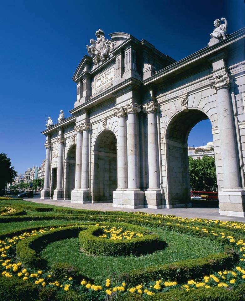 Puerta De Alcala Madrid Espana Beautiful Places Spain Madrid