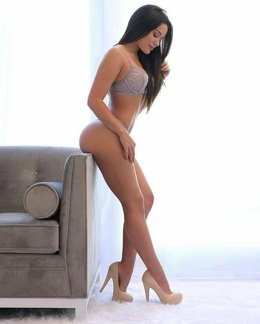 Geniva Naked