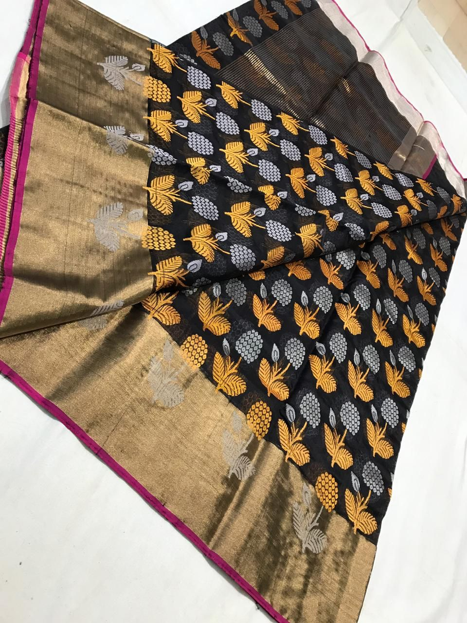 10b1e9f8304 Katan silk handwoven chanderi saree directly from the weavers of Chanderi !  Let s give it back to their community and help in reviving the rich culture  of ...