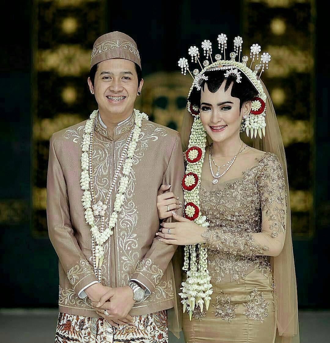 Terbaik Pakaian Orang Tua Pengantin Adat Jawa