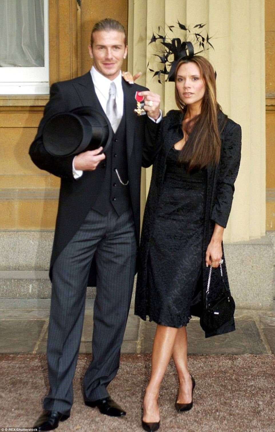 Victoria Beckham Receives Obe From The Duke Of Cambridge David And Victoria Beckham Victoria Beckham Style Victoria Beckham