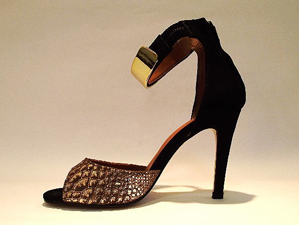 Sandália - couro camurça cobra dourada R$149.90