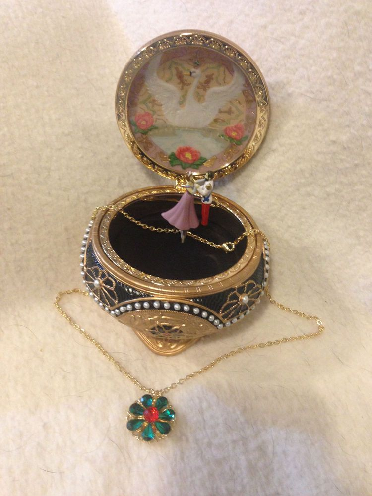 Nicholas Alexandra Anastasia Trinket Box w Necklace Box Music