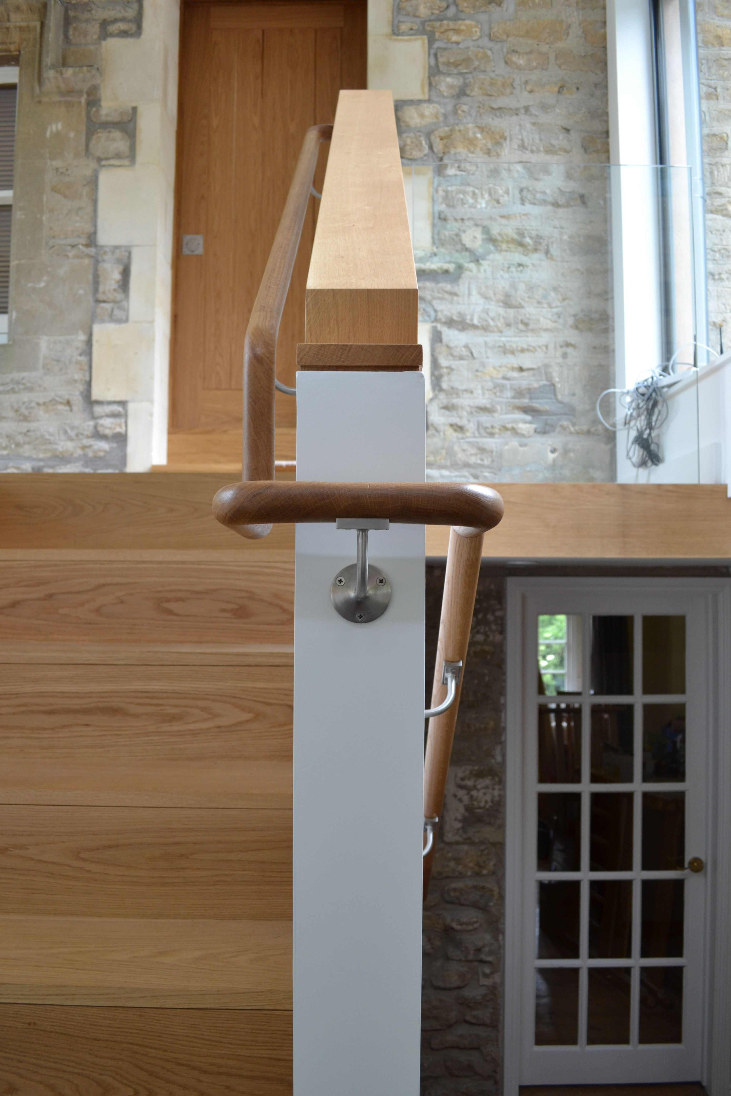 Best Curved Timber Handrail To Follow Dog Leg Stair Stair 400 x 300