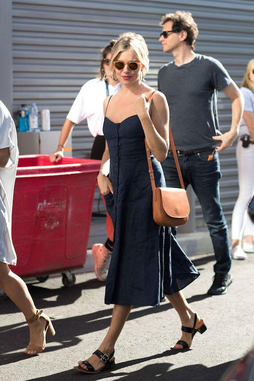 17f7de53e3564 Get Sienna Miller s Linen Dress Look For Summer (Le Fashion ...