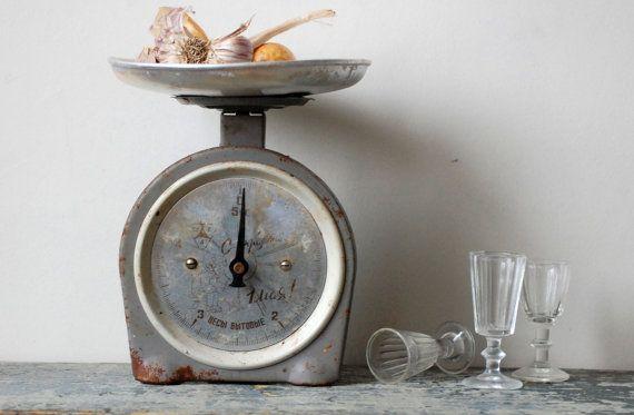 Vintage countertop scale Antique houseware Vintage kitchenware Vintage display Rustic weight scale Tabletop scale Vintage kitchen scale