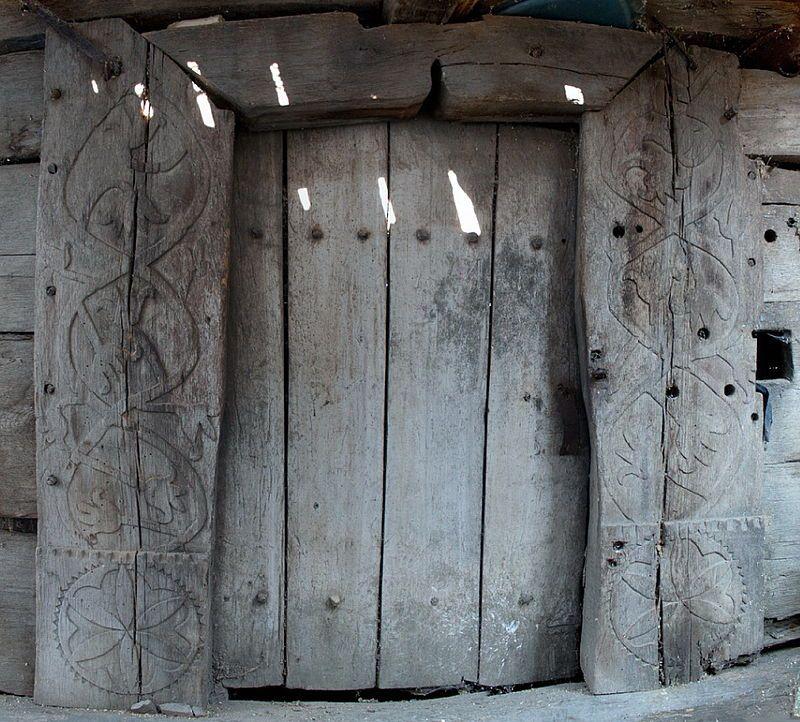 Portalul bisericii de lemn din Rus - Biserica de lemn din Rus - Wikipedia