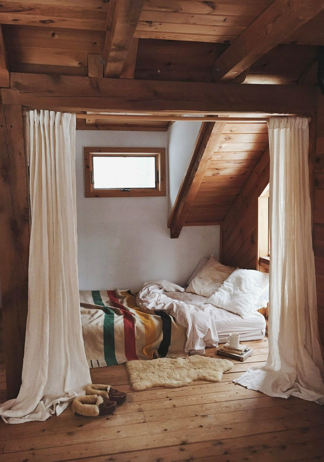 Cabin attic bedroom hideaway spaces home decor - Lodge living room decorating ideas ...