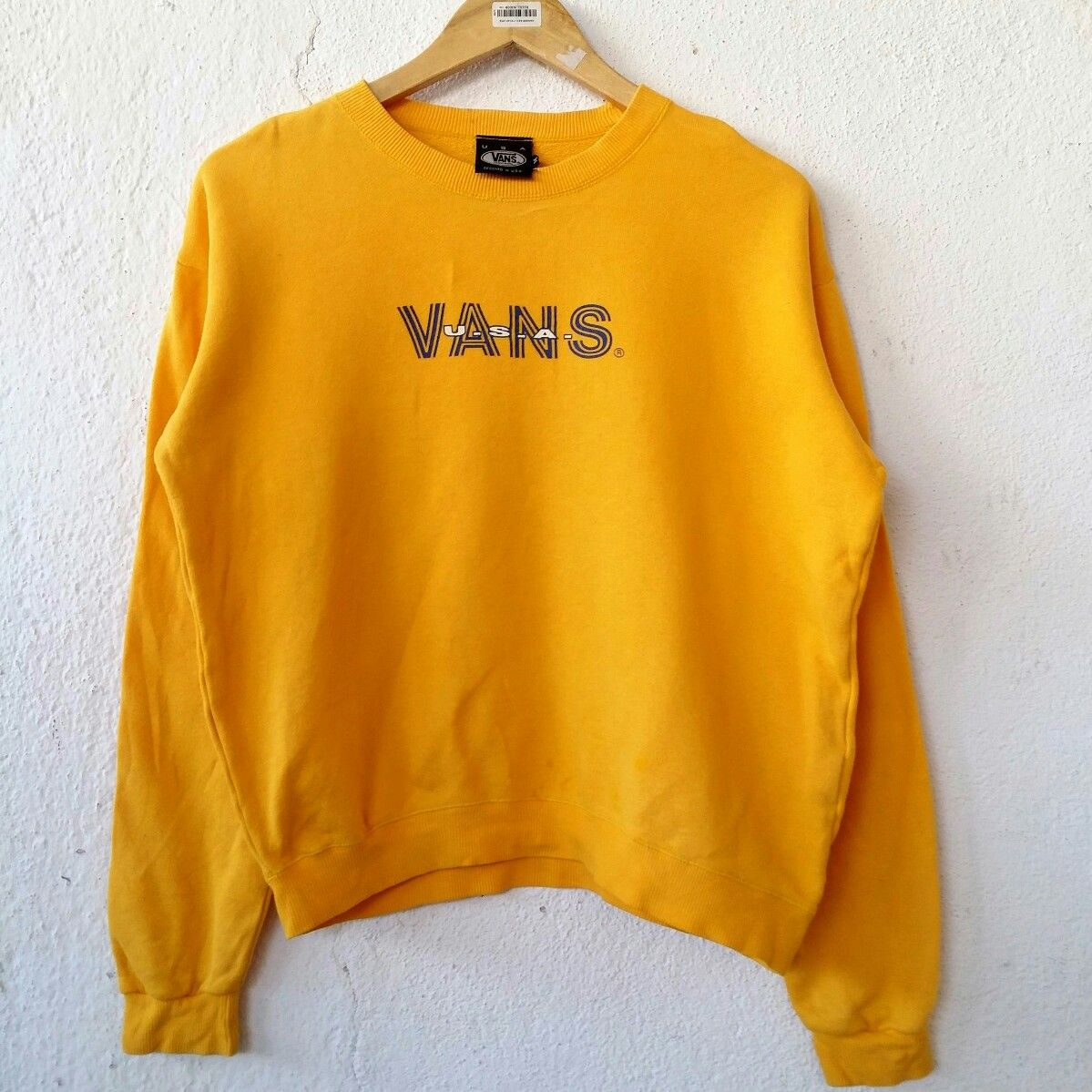"""983a4fa061 VANS USA Women Sweatshirt Jumper Pullover Size M VSS499 Tag reads  VANS (M)  Chest (below armpit to other below armpit)  22.5"""" inches Front length of  shirt ..."""