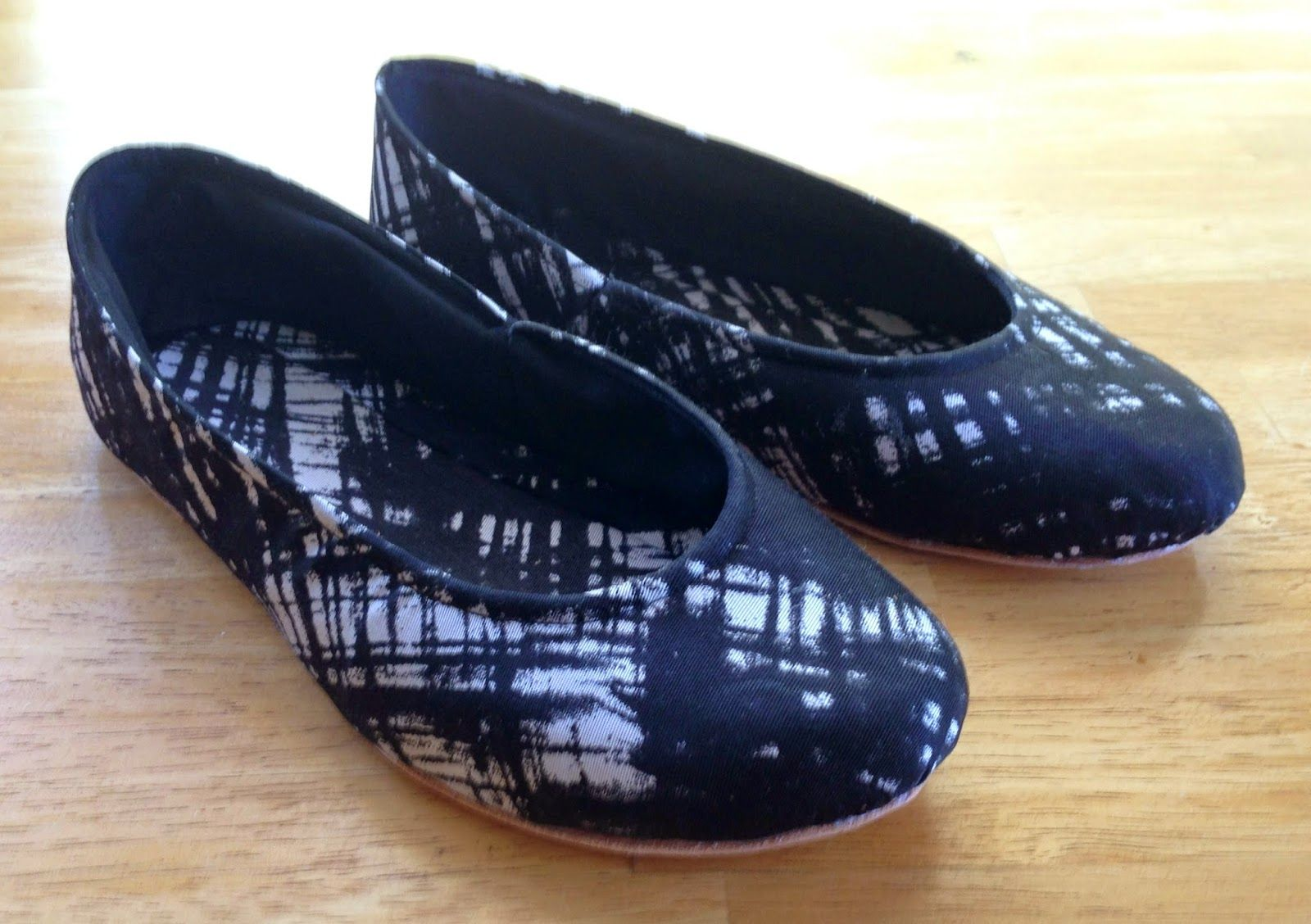 Scared Stitchless: Shoemaking: My second pair of ballet flats, made from following a book