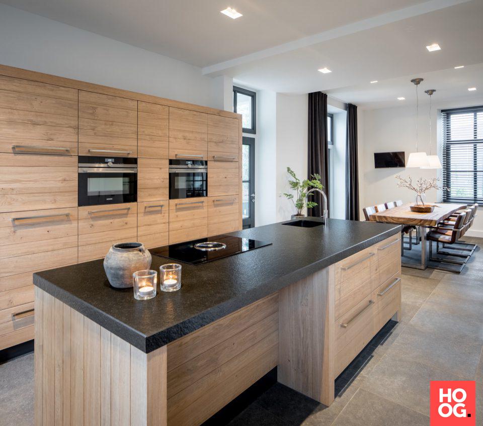 Luxe houten keuken met keukeneiland pastorie medie for Interieur architectuur