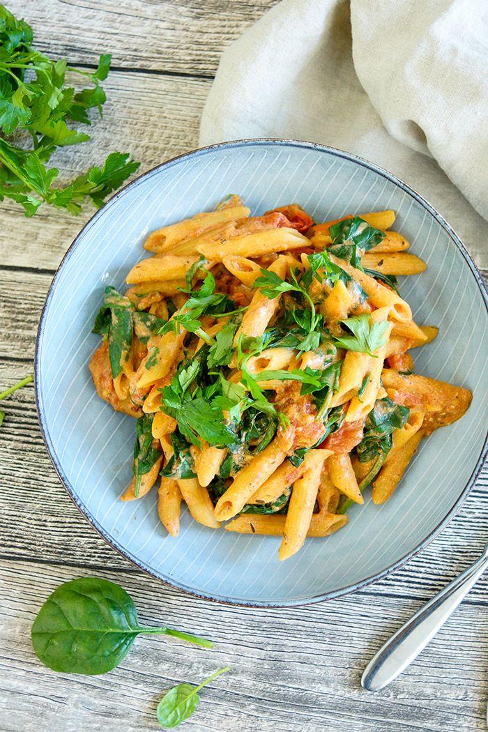 Photo of One Pot vegane Pasta mit cremiger Tomatensoße Rezept | Elle Republic