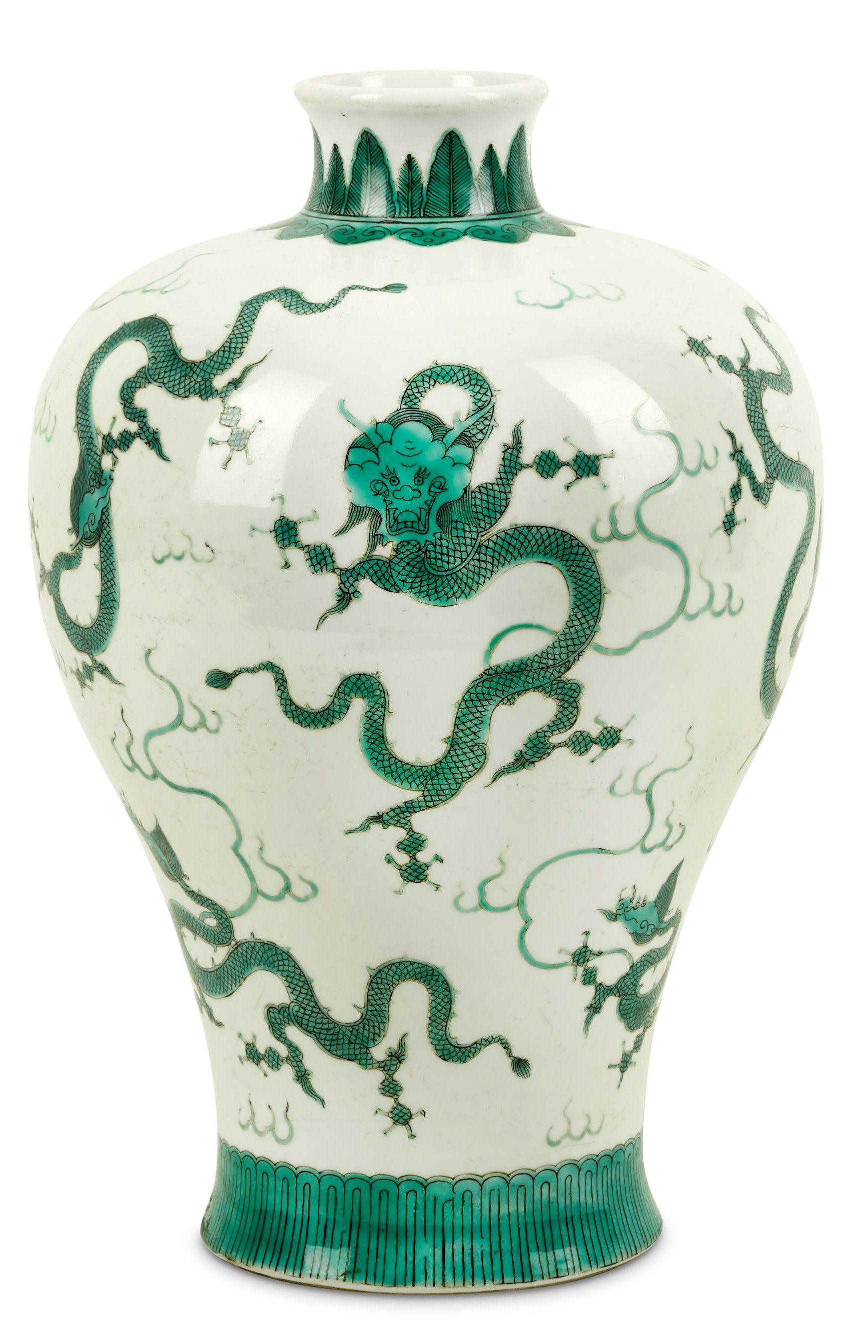 Enamelled Dragon Meiping Vase | China | #dragon #dragons #art #antique #ceramic #ware #Jingdezhen #stoneware #porcelain #pottery #auction #history #poterie #céramique #sculpture #celadon #antiquité #brocante #stoneware #museum #sancai #nankin #dynasty #tang #ming #song #tong #yuan #Qianlong #qing #Cizhou #meiping #imperial #period #chine #drachen #drache #drago #Japan #meiji #satsuma #Shenlong #Tianlong #Qiulong #Panlong #longshan #ryū #龍 #竜 #龙