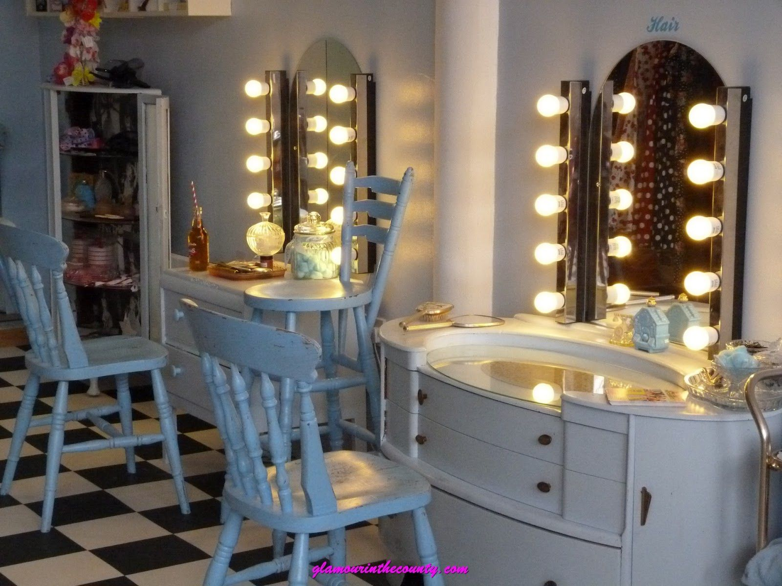 dressing table at le keux salon paris peluqueria vintage salon salons y vintage salon decor. Black Bedroom Furniture Sets. Home Design Ideas